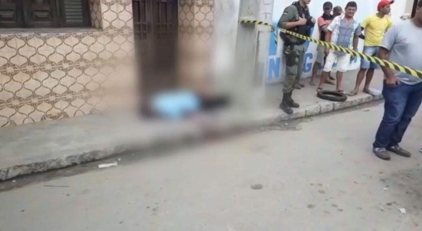 Funcionário público é morto a tiros na frente de escola em Panelas