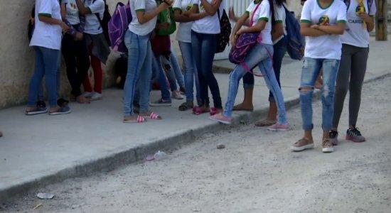 Doze alunos de escola municipal em Caruaru passam mal durante aula