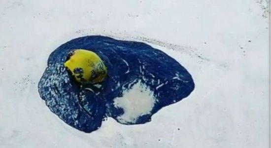 Vídeo mostra óleo derramado em praia do litoral pernambucano