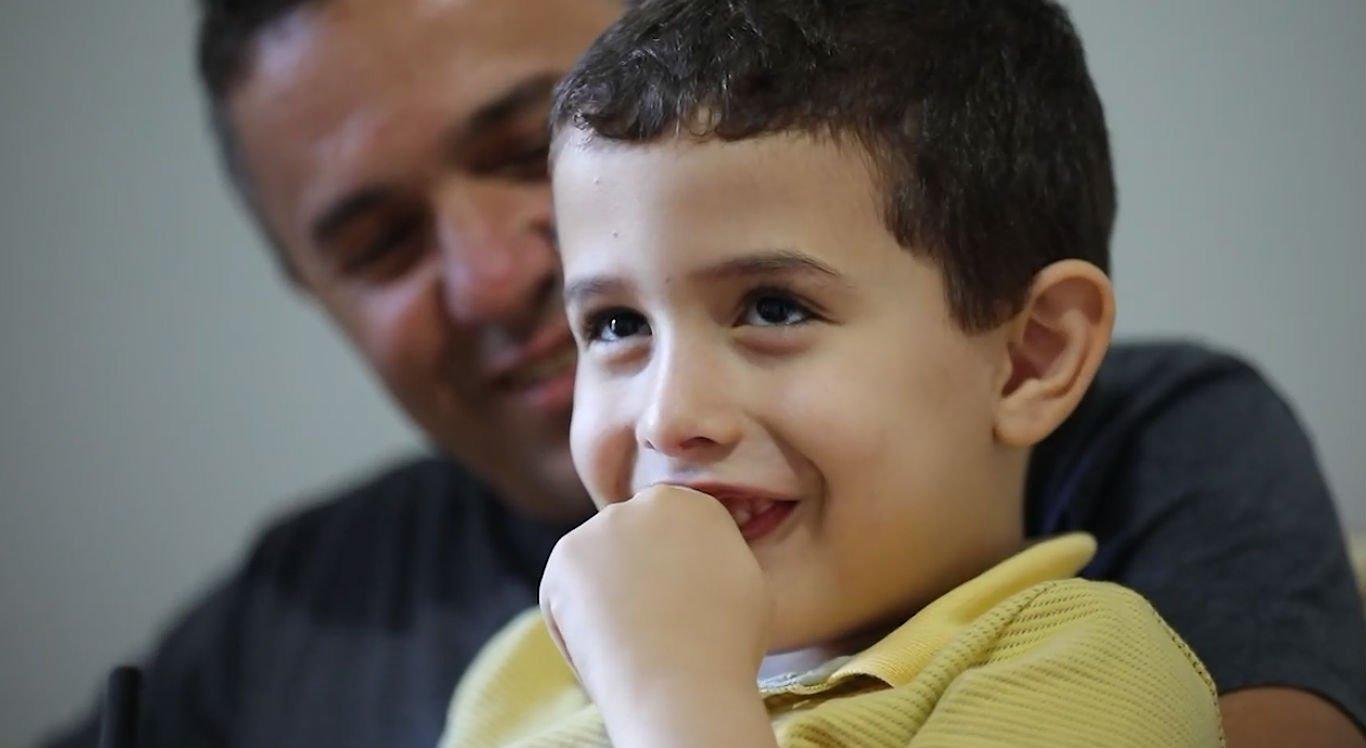 Luiz Miguel, de quatro anos, voltou para casa