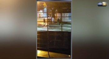 Moradores das imediações fizeram vídeos da troca de tiros entre os policiais e os assaltantes