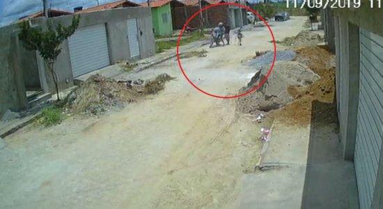 Mulher com duas crianças em moto é assaltada em Caruaru