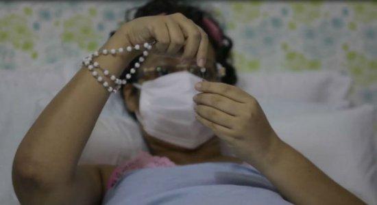 Parentes de uma mulher com câncer denunciam governo estadual por não ajudar no tratamento