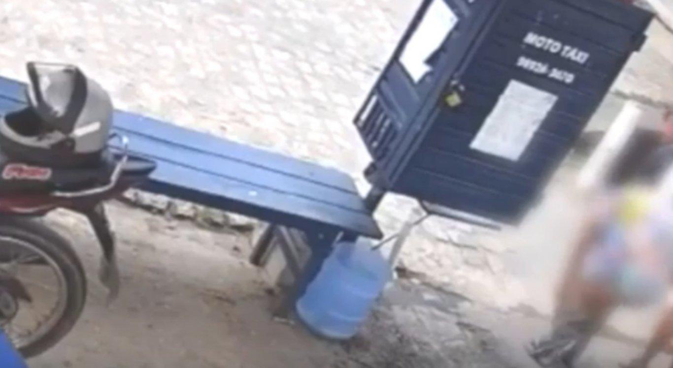 As imagens foram registradas por câmeras de segurança e assunto repercutiu nas redes