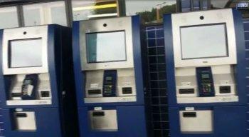 Passageiros reclamam que não conseguem fazer recargas usando as máquinas porque elas estão quebradas