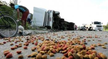 O acidente aconteceu nas proximidades da comunidade Vila dos Milagres, no bairro do Ibura, Zona Sul do Recife