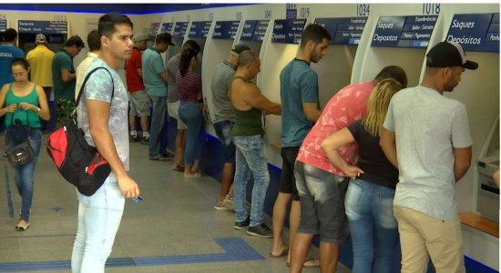 Agências da Caixa em Caruaru ficaram lotadas no 1º dia de saque do FGTS