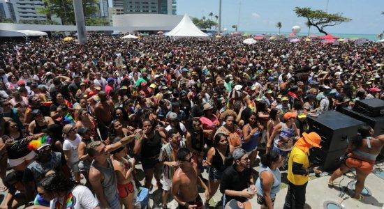 LGBTs e simpatizantes presentes na Parada da Diversidade no Recife