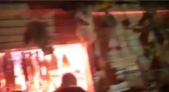Imagens registram motivo de incêndio no Mercado de Beberibe