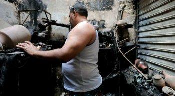 O fogo destruiu parte dos boxes do Mercado de Beberibe, na Zona Norte do Recife