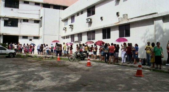 Longas filas para marcar consultas e exames no Hospital Barão de Lucena