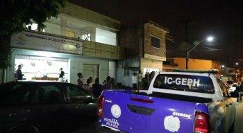 A polícia investiga a autoria e as motivações do crime