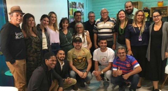 Esposa e filha de Silvio Santos conhecem projetos sociais no Recife