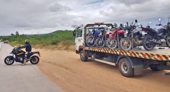 62 veículos irregulares são recolhidos em fiscalização da polícia