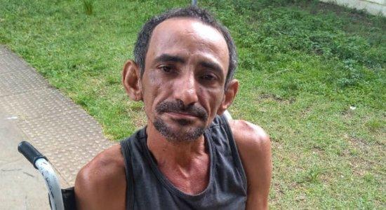 Homem encontrado nas ruas do Recife procura por familiares
