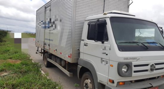Idoso é atropelado por caminhão