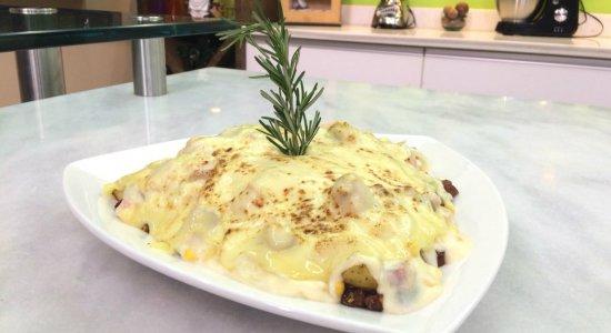Que tal preparar Frango ao Creme com Batatas Coradas e Calabresa?