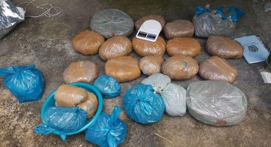 Trio é preso com 20 Kg de drogas e dois revólveres, em Olinda