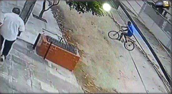Vídeo: homem é assaltado no bairro de Jardim Atlântico, em Olinda