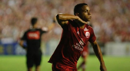 Em reta final de recuperação de lesão, Álvaro comenta punição aos jogadores do Náutico