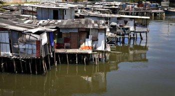 A falta de moradia se traduz no aumento de habitações inadequadas em áreas de risco