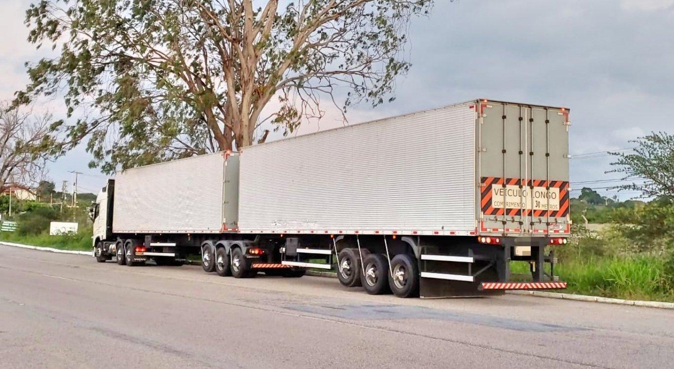 Caminhão tem 30 metros e não transportava mercadorias