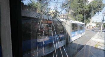 Estação BRT Riachuelo foi alvo de vandalismo