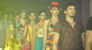Modelos desfilam no evento apresentando as novas tendências da moda