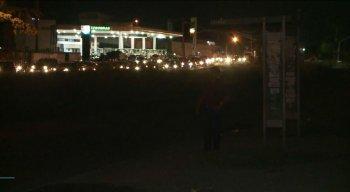 Medo da violência e risco de acidentes são as reclamações de quem passa pelo local à noite