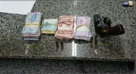 Dupla é presa após assaltar farmácia em Jaboatão dos Guararapes