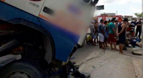 Idoso é atropelado por carreta na BR-408 em Paudalho