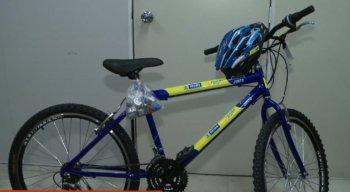 Os beneficiados ganharão uma bicicleta de 21 marchas com capacete e smartphone