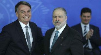 Presidente Jair Bolsonaro ao lado do novo Procurador Geral da República, Augusto Aras