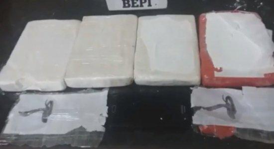 Polícia prende mais de 64 quilos de cocaína em laboratório