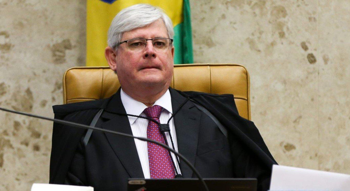 "Ministro sugere que ex-PGR ""procure ajuda psiquiátrica"""