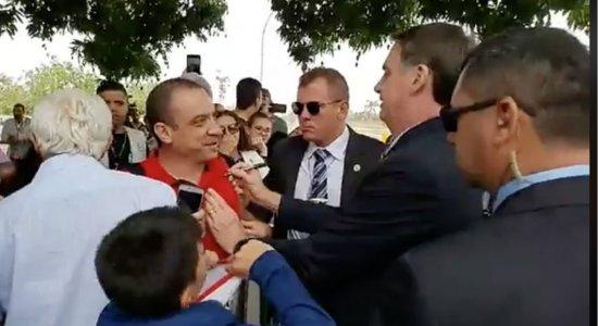 Comentário de Bolsonaro sobre mau hálito de apoiador repercute na web