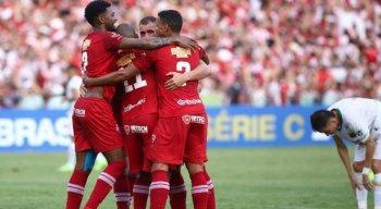 Náutico venceu com gols de Lucas Hulk (contra), zagueiro Camutanga e volante Jonathan