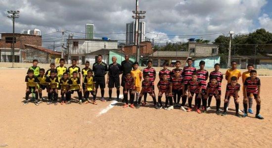 Santa Cruz goleia Unibol pelo Sub-11 no Recife Bom de Bola