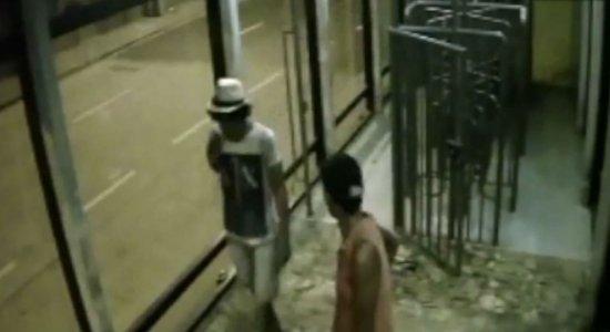 Polícia prende suspeitos de furto em estações de BRT no Recife