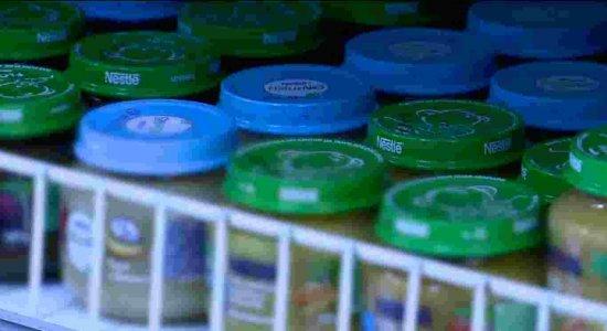 Alimentos industrializados podem causar intolerâncias e alergias em bebês, diz pediatra