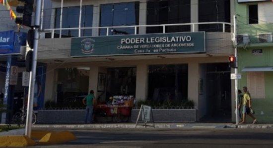 Protesto suspende reunião na Câmara de Vereadores de Arcoverde