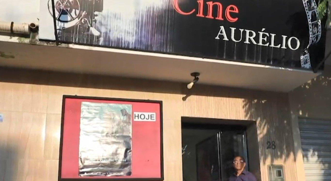 Idoso construiu o cinema para manter vivo o seu sonho