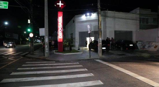 Grupo armado assalta farmácia e rouba clientes em Olinda