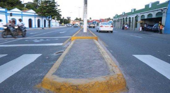 Obra da Compesa interdita trecho da Avenida Sigismundo Gonçalves