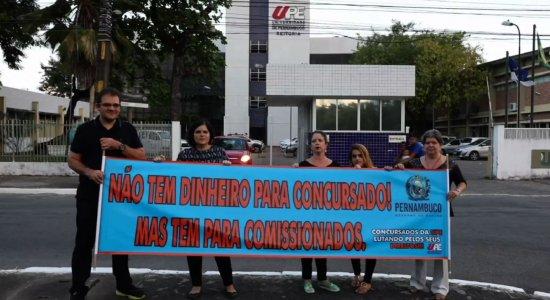 Concursados da UPE denunciam preenchimento de vagas por comissionados