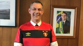 A camisa foi um presente de Milton Bivar, atual presidente do Sport