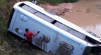 O acidente ocorreu entre os municípios de Escada e Vitória de Santo Antão, na Zona da Mata Sul