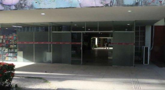 Universitário que esfaqueou colega na UFPE é preso de forma preventiva