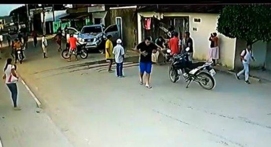 Vídeo mostra momento em que mulher é atropelada por caminhonete