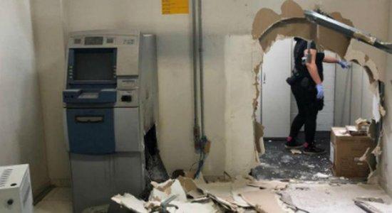 Criminosos invadem emissora de TV, fazem reféns e roubam caixas eletrônicos